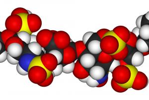 Glicosaminoglicani solforati includenti l'eparina, l'eparina a basso peso molecolare e i loro derivati per l'impiego nel trattamento terapeutico di anemie e per l'inibizione dell'espressione di epcidina