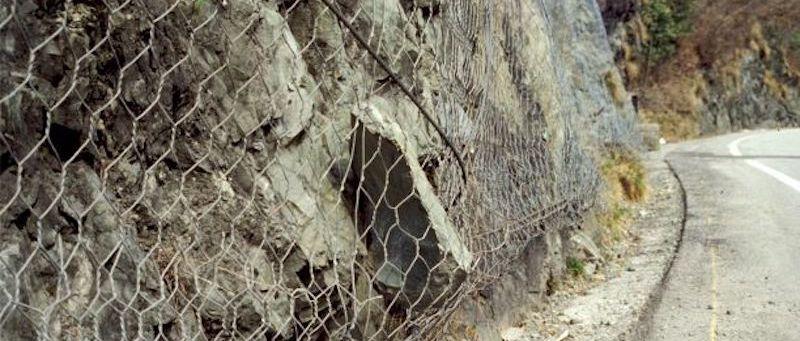 Comunicazione: La stabilita' dei versanti: la caduta massi